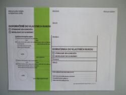 Obálka se zeleným pruhem typ 1 doručenka do vlastních rukou